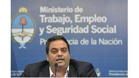 Triaca amenaza con sacarle los fondos para obras sociales a la CGT