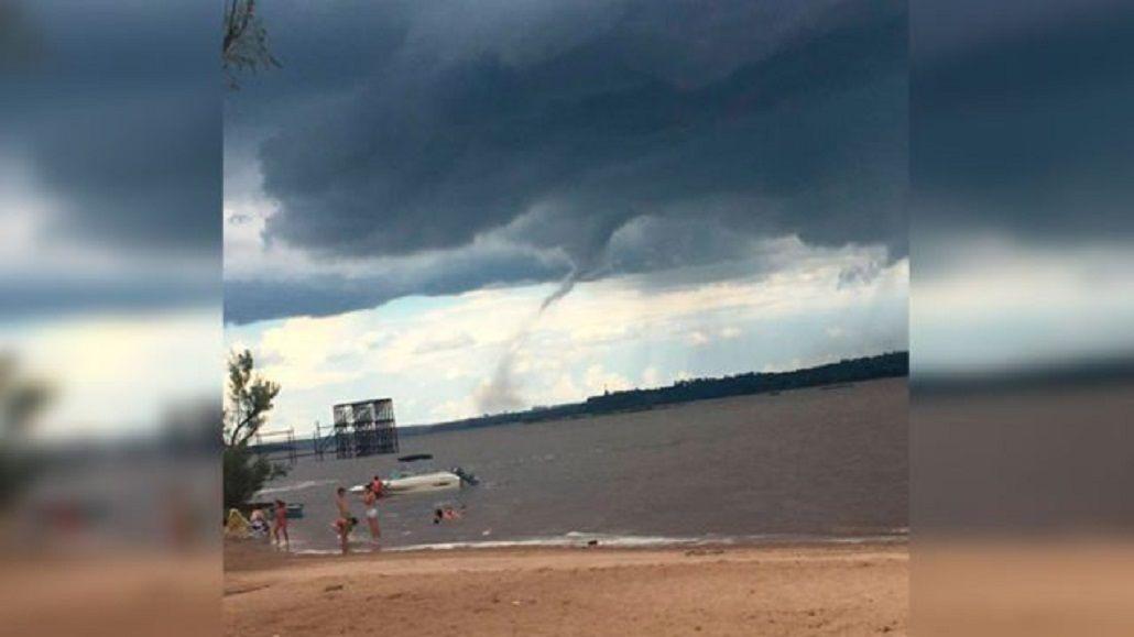 Impresionante video de un tornado en una playa de Entre Ríos