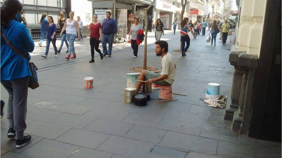 Martín Almirón artista callejero
