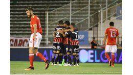 San Lorenzo festeja el gol del triunfo ante Estudiantes en Mar del Plata