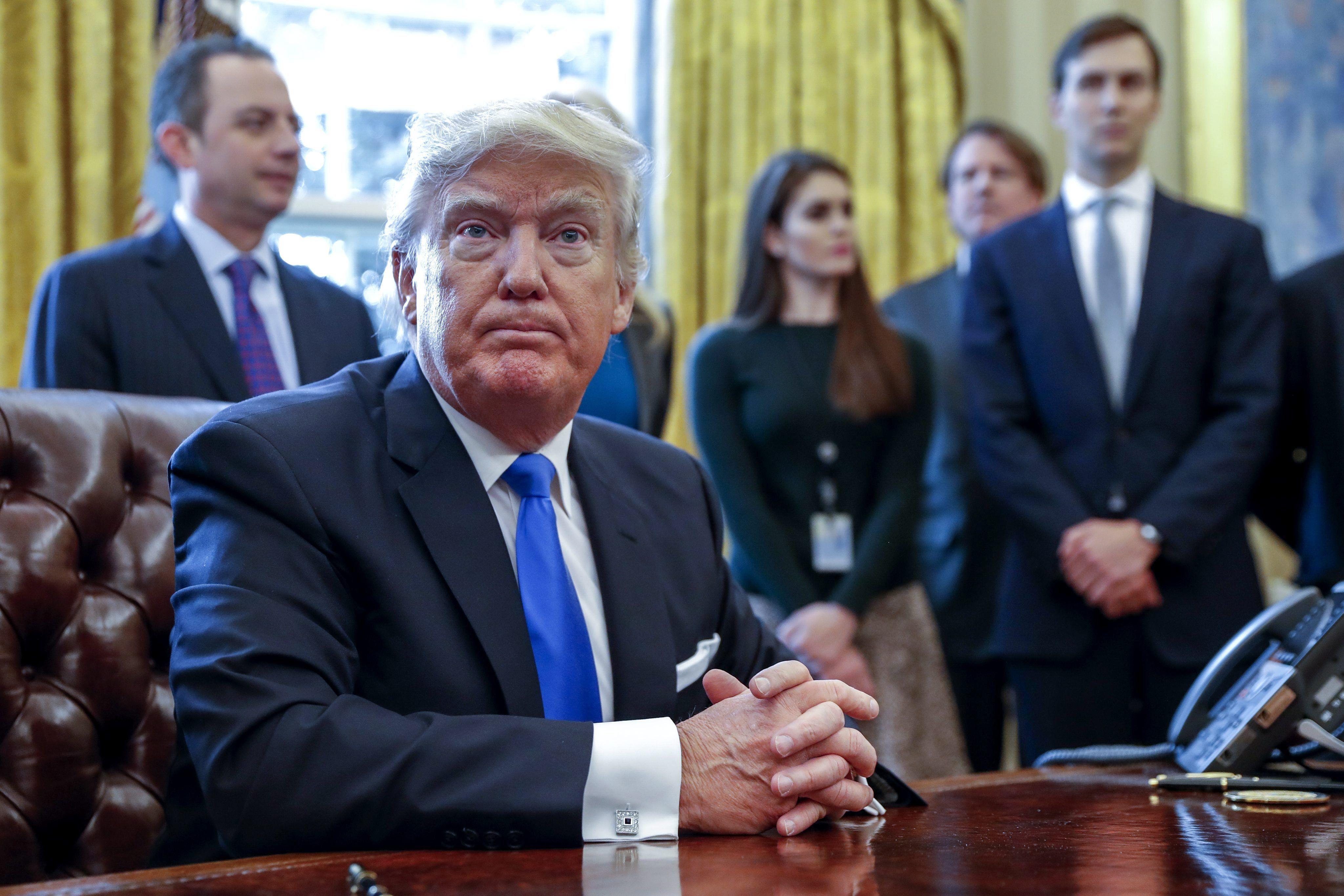 Donaldo Trump con su equipo