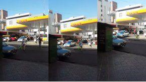 Policías tuvieron que empujar un patrullero en Quilmes
