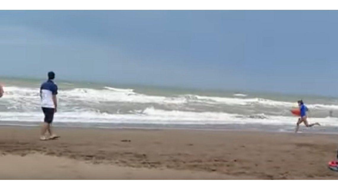 Guardavidas rescataron a tres turistas en Monte Hermoso