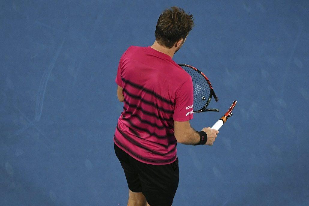 Wawrinka rompió una raqueta en el partido contra Federer