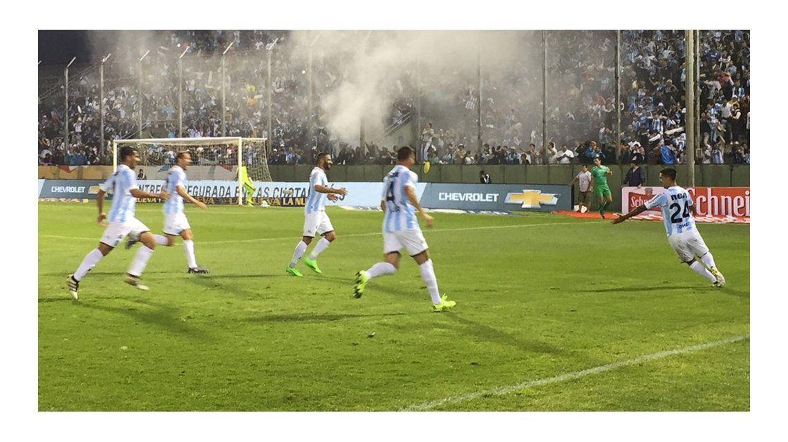 El festejo de Gastón Díaz en el primero de los tres goles de Racing a Independiente en Salta