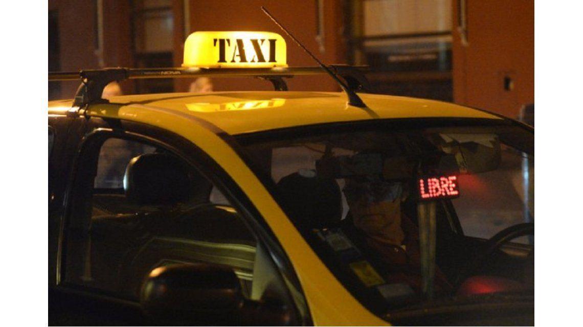 Un taxista le dio un fierrazo en la cabeza a un pasajero