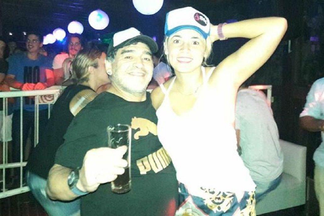 Diego Maradona en Sutton de San Miguel con su novia Rocío Oliva