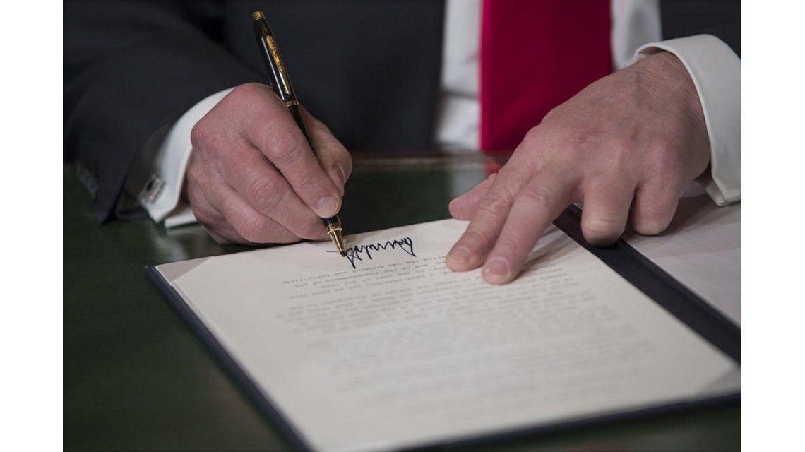 Donald Trump firmó decreto para construir muro con México
