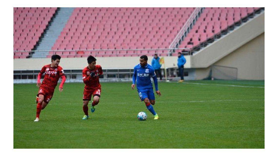 Carlos Tevez debutó en el Shanghai Shenhua