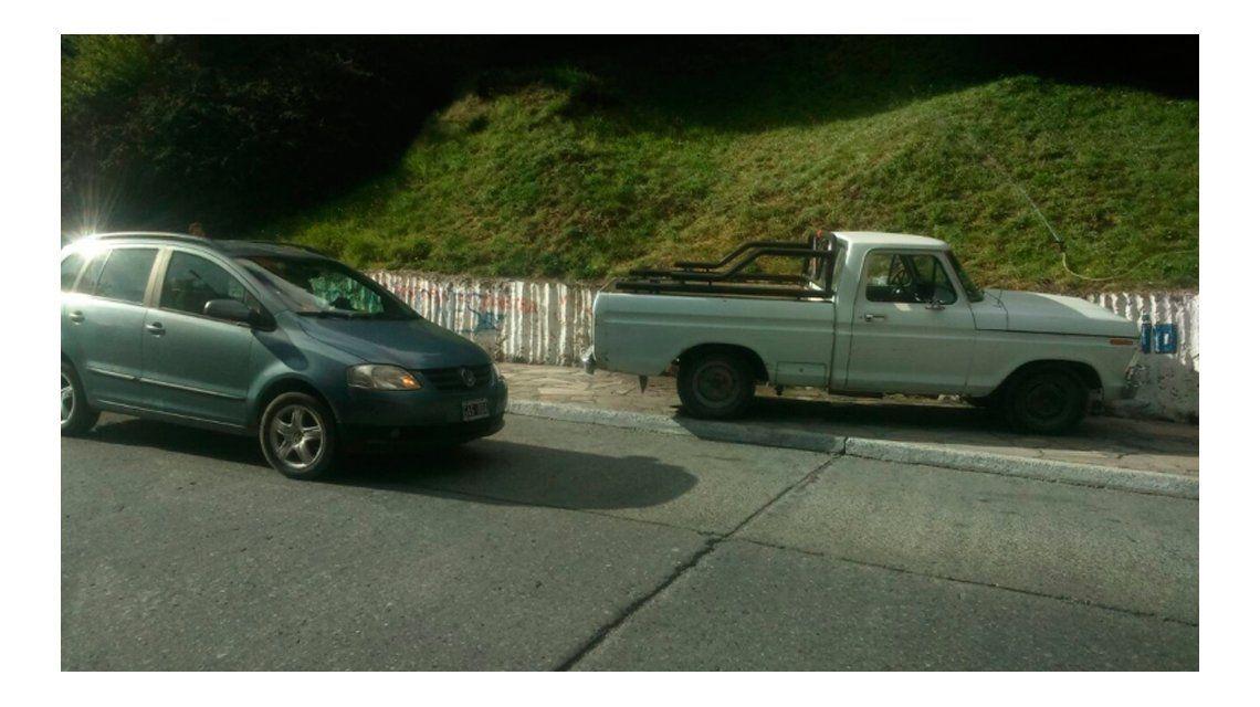 La camioneta embistió a un auto en su recorrida