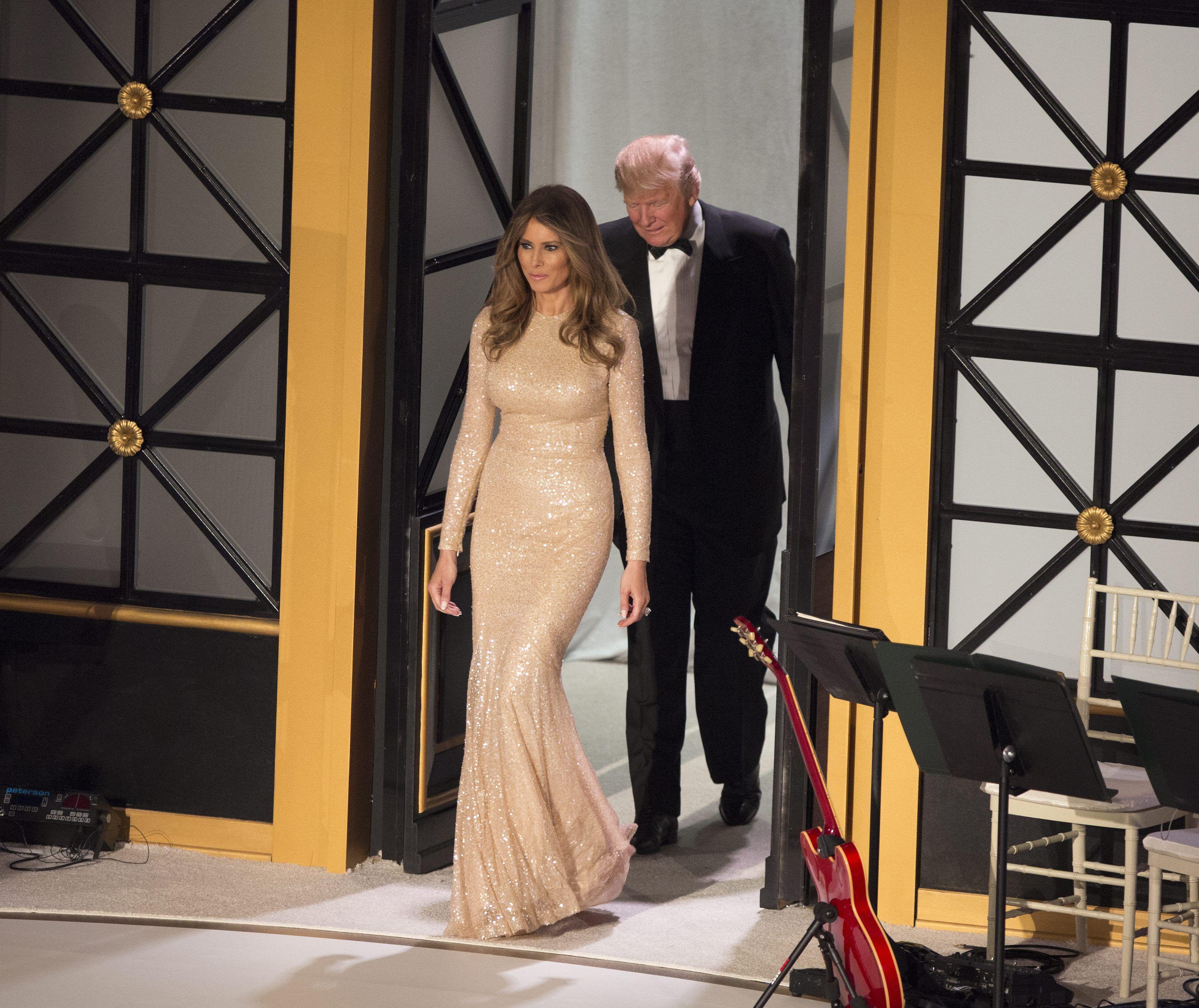 Donald Trump ingresa al concierto en su honor con su mujer Melania