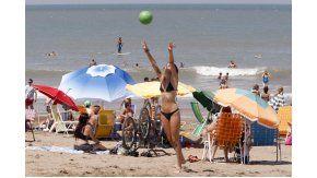 Turistas que eligen veranear en Mar del Plata.