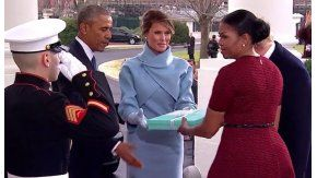 Melania le entregó un obsequio a Michelle