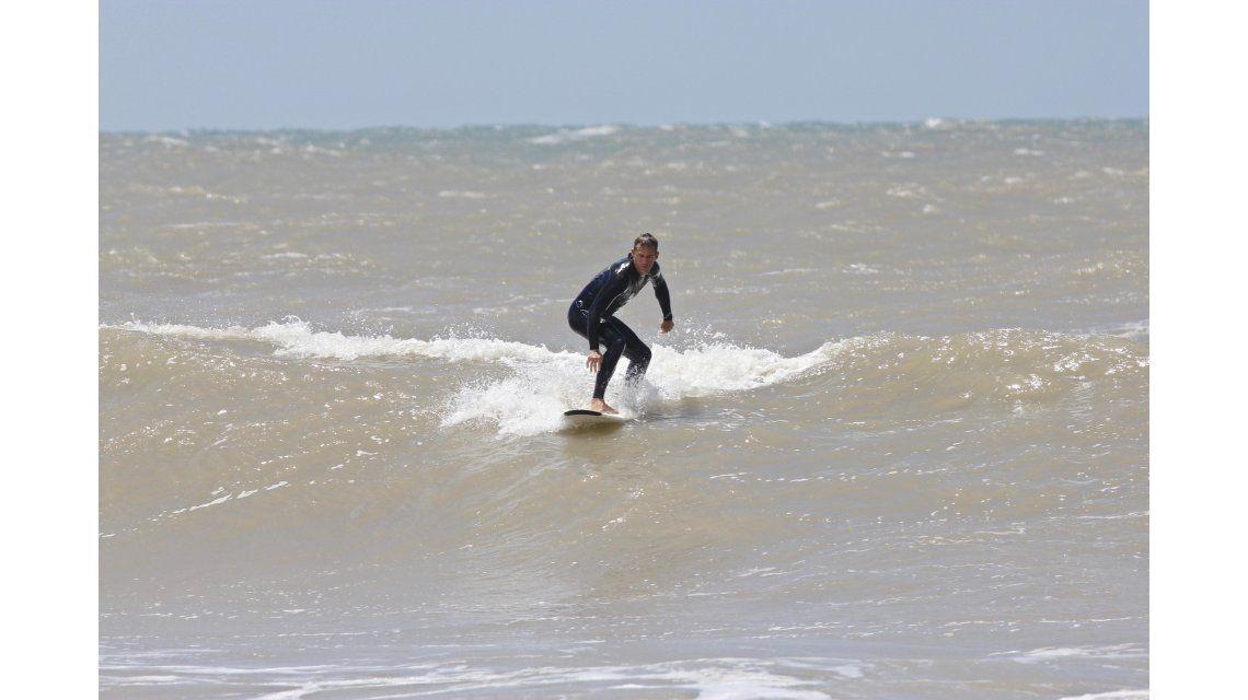Orsanic arriba de una ola