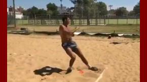 Del Potro entrenando en la arena de Tandil
