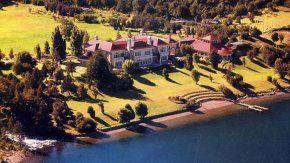 La mansión de Lewis a orillas del Lago Escondido