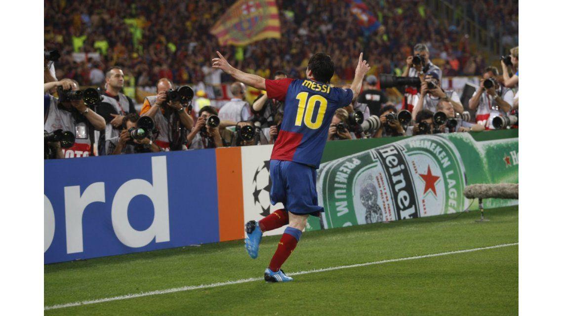El festejo de Messi tras un gran cabezazo