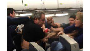 Brutal pelea entre pasajeros