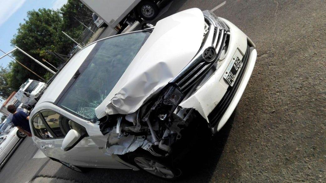 Así quedó uno de los autos involucrados en el choque