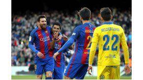 Messi y Suárez celebrando el gol de la Pulga