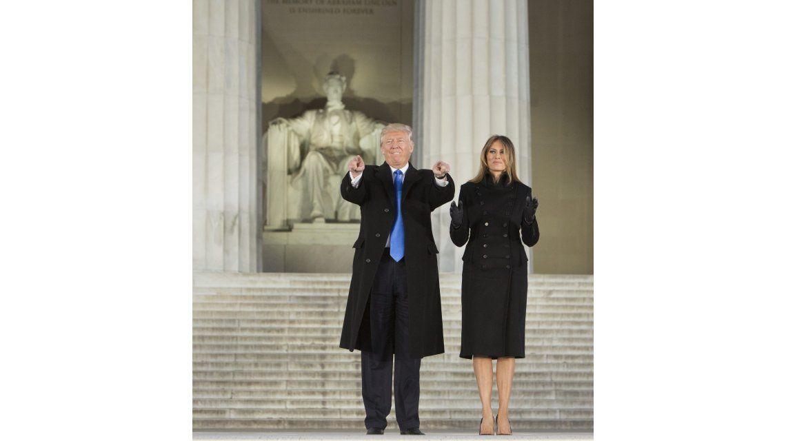 Donald Trump con Melania en el monumento a Lincoln en Washington