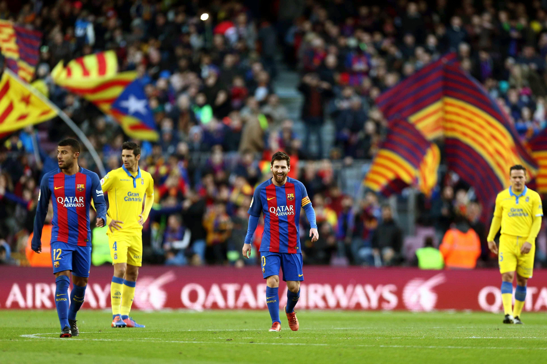 Messi casi convierte de tiro de esquina