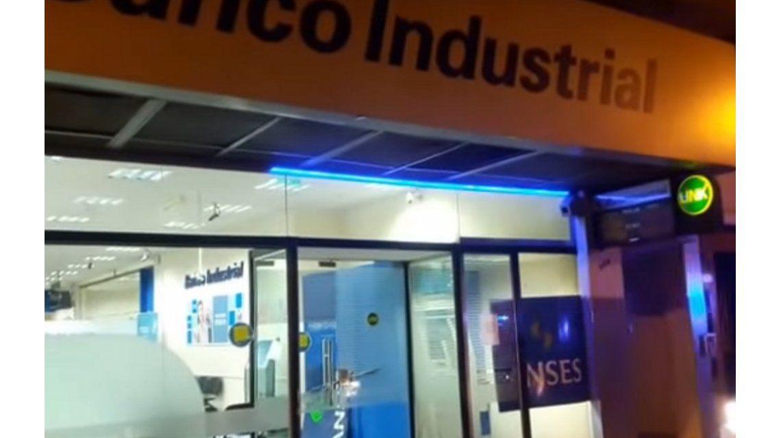 El robo fue en Banco Industrial de Tigre