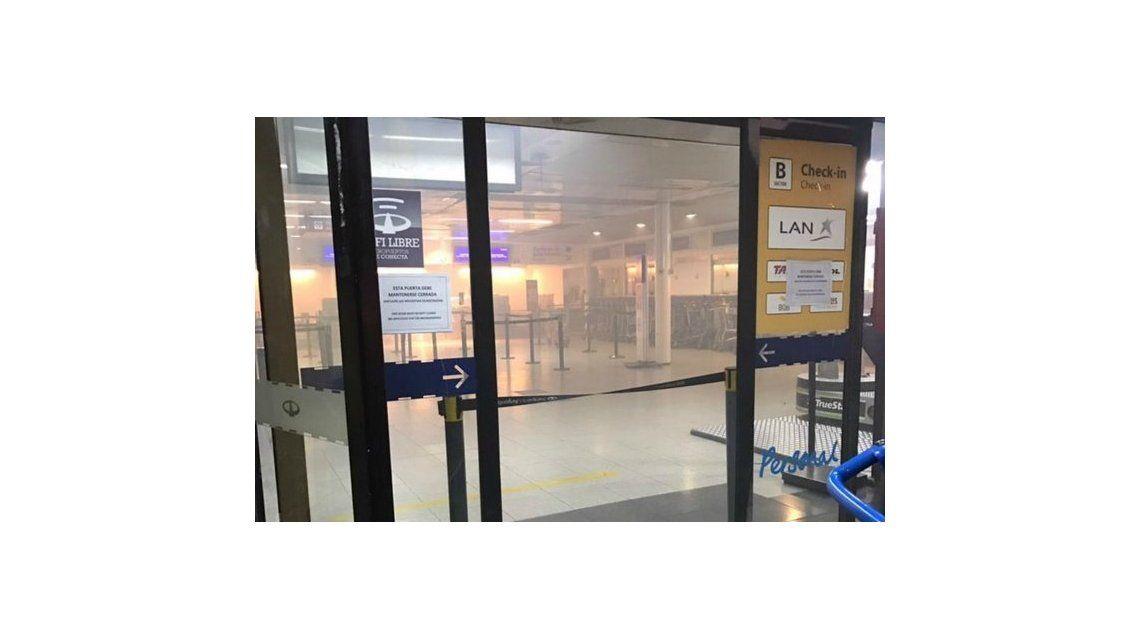 El humo en los mostradores obligó a evacuar Aeroparque - Crédito:@angelsotera