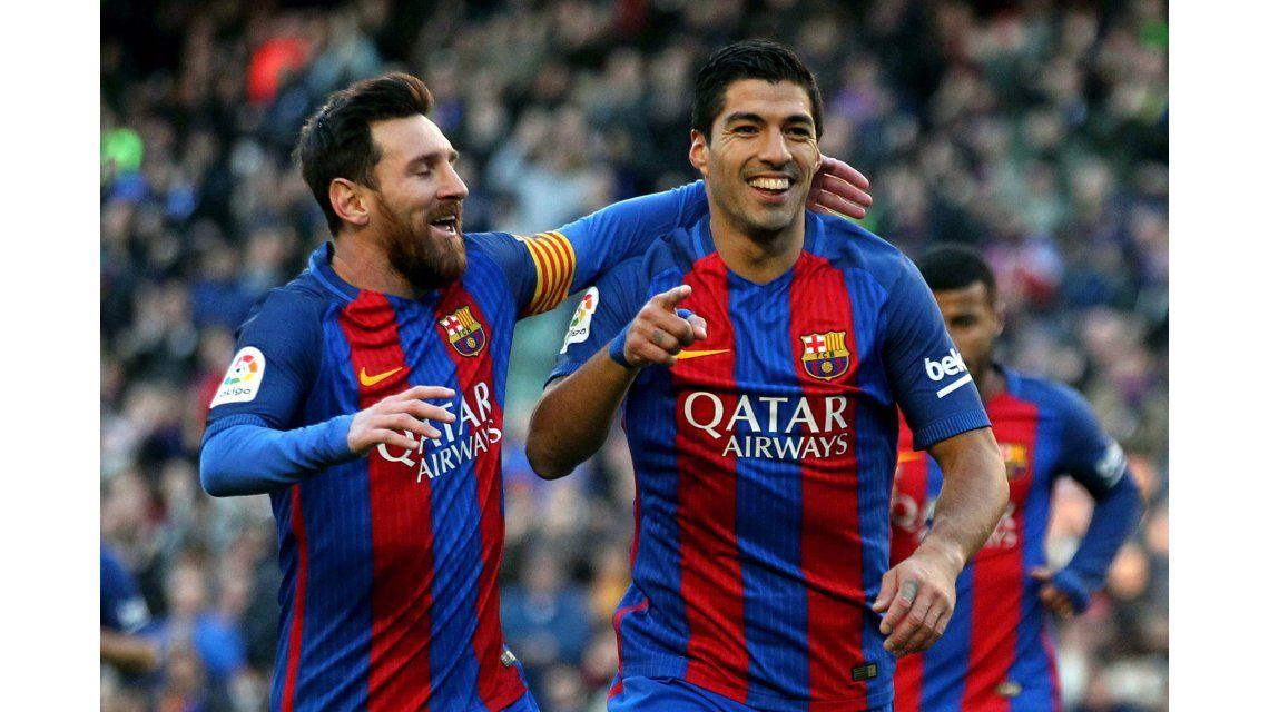 Messi y Suárez celebrando el gol del uruguayo