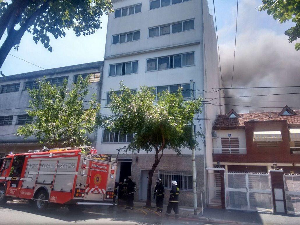 Se incendia una fábrica de juguetes en Versalles