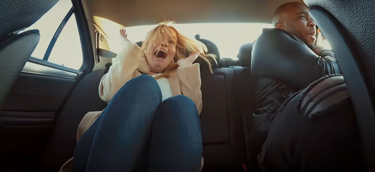 Un taxista loco asusta a sus pasajeros