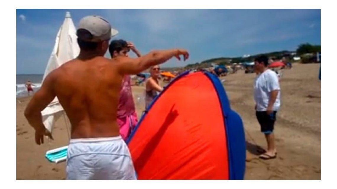 Guardavidas quiere echar a familia en playa de Mar del Plata