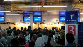 Latam canceló todos sus vuelos hasta el mediodía de este lunes en Aeroparque