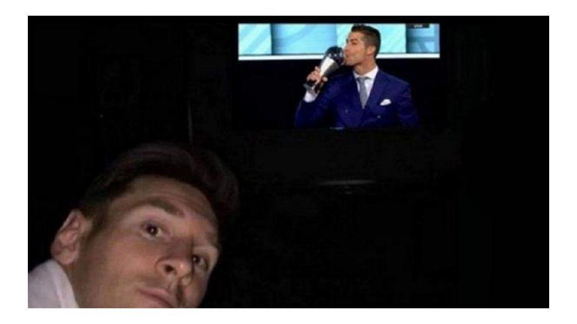 Messi mira a Cristiano Ronaldo ganar el premio The Best de FIFA