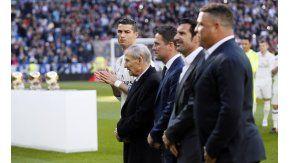 Ronaldo, Figo y Owen, entre otros, participaron del homenaje en el Santiago Bernabeu