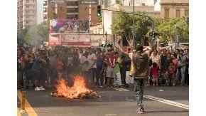 Los manteros cortan la avenida Pueyrredón