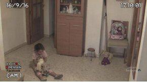 Registra supuestos espíritus que atormentan a su hija con cámaras de seguridad