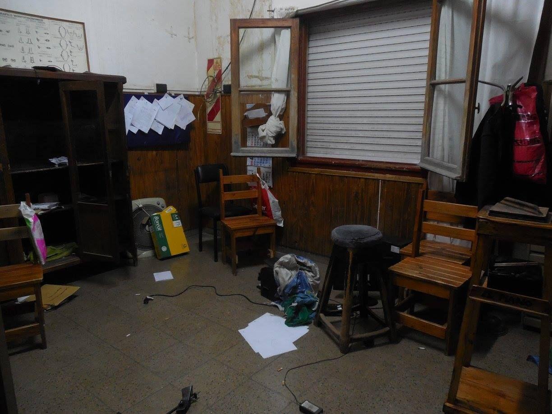Destrozos en la comisaría de Benito Juárez