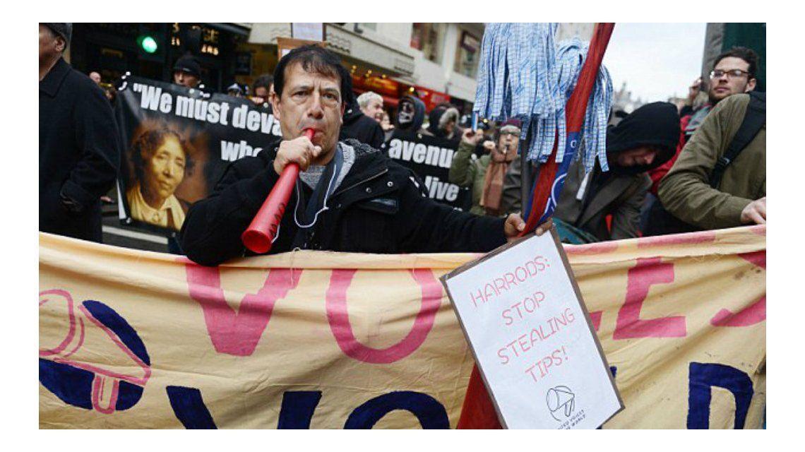 Más de 400 empleados protestaron