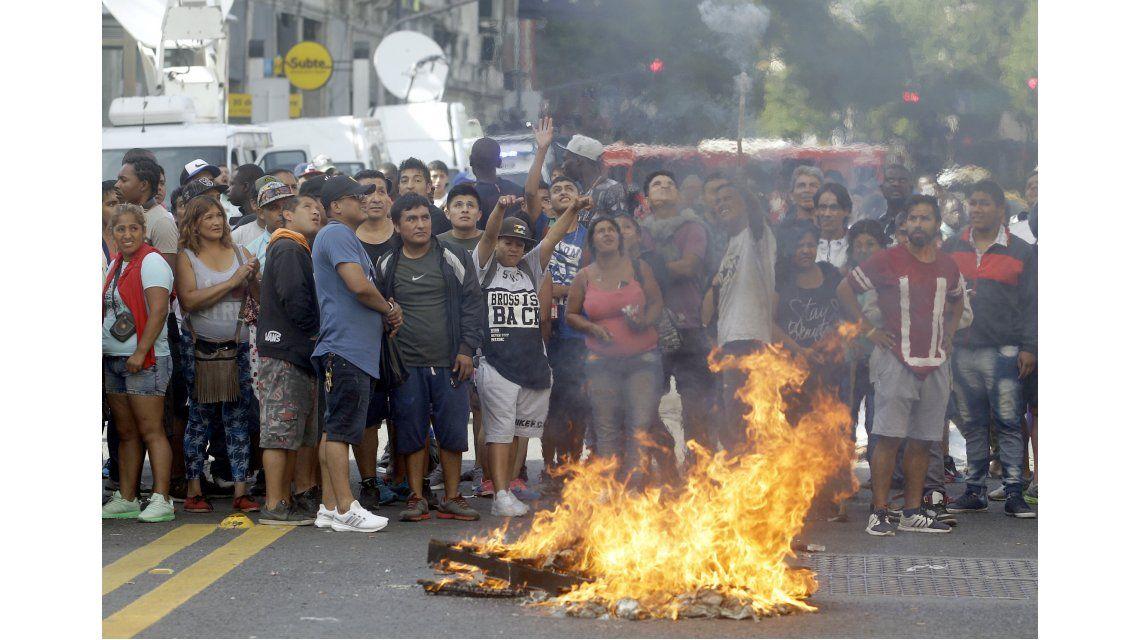 VIDEO: Así comenzaron los incidentes entre la policía y los manteros en Once