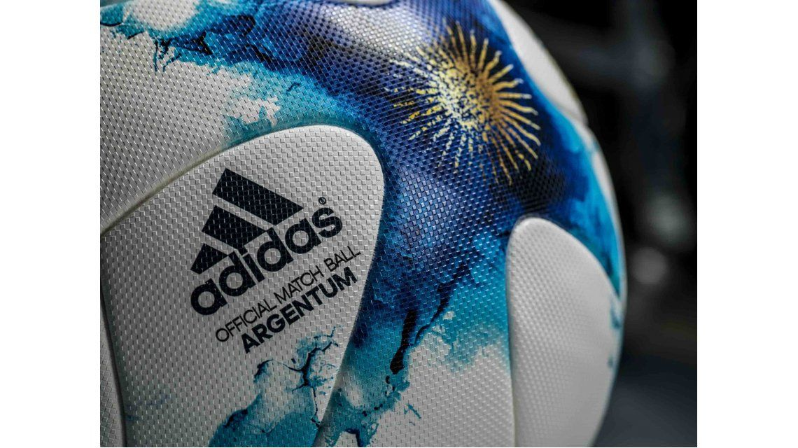 Presentaron la pelota oficial que se usará en el Torneo de Verano