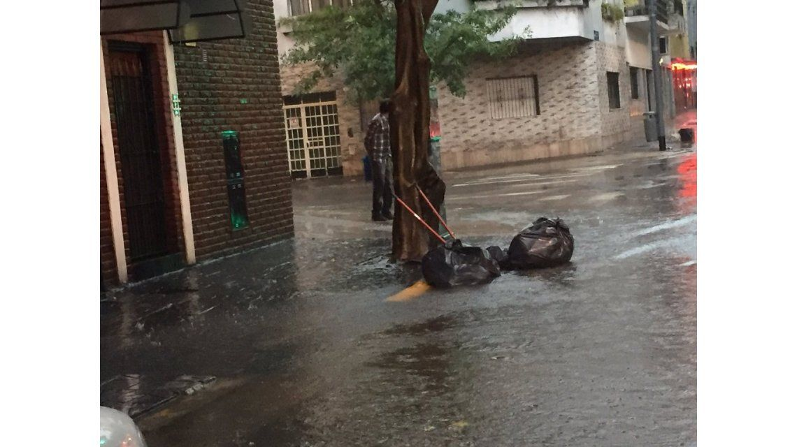 Llueve en Capital tras una jornada de calor - Crédito:@adrianpalla