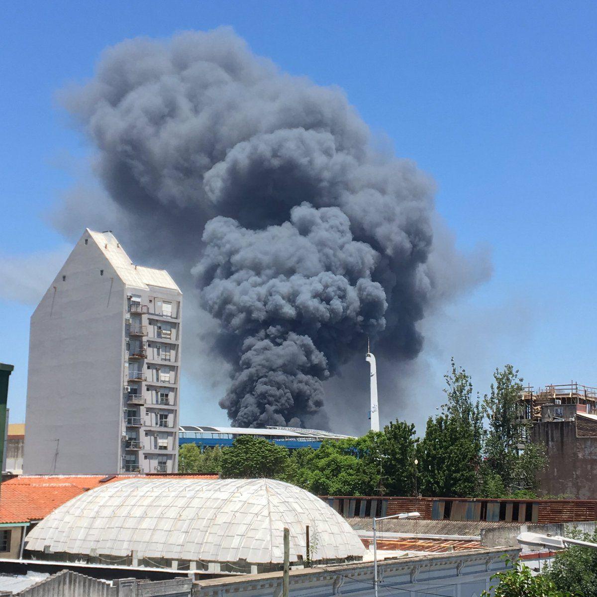 El incendio comenzó pasado el mediodía