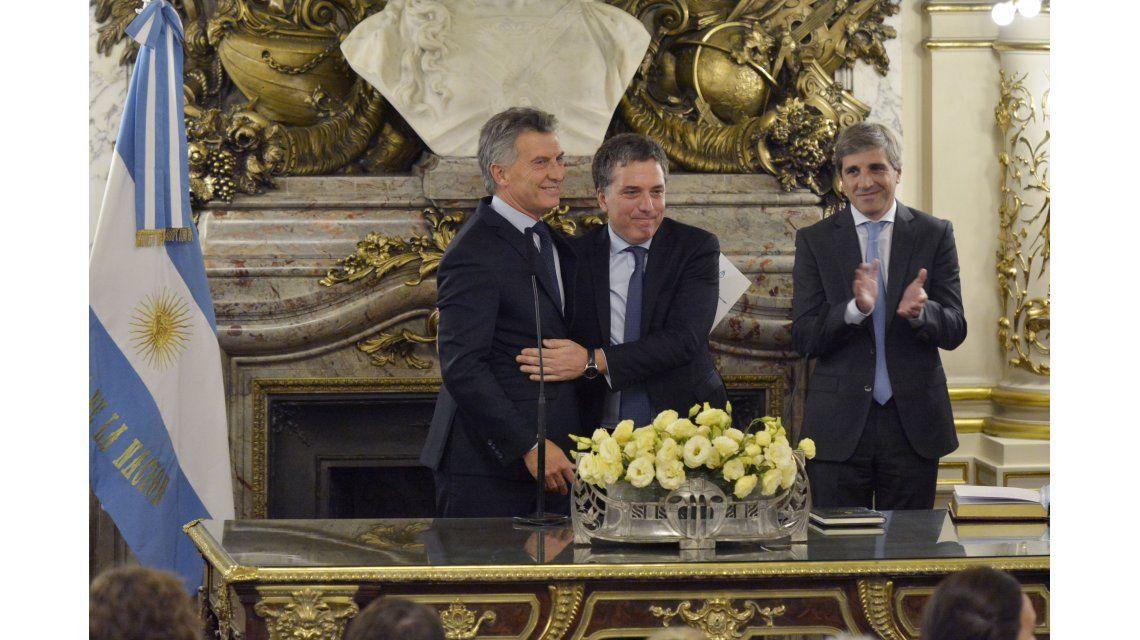 Macri le pidió a Dujovne más alegría y dejó en evidencia su cara de preocupación