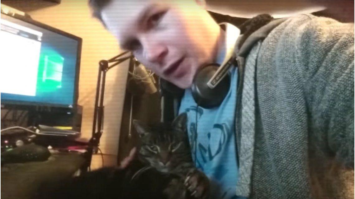 Un joven le dedicó un rap a sus tres gatos