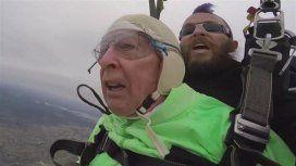 Meet Al Blaschke, de 100 años, se tiró con un paracaídas