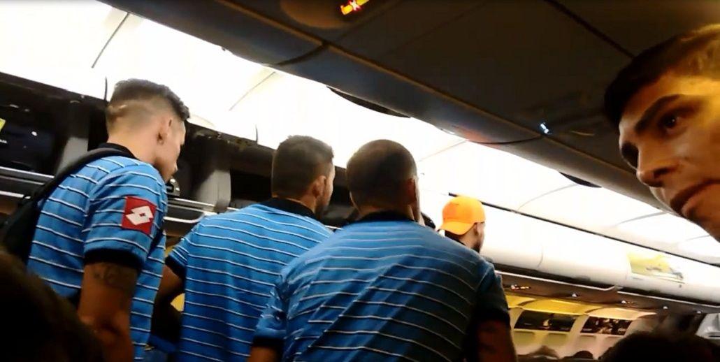 El plantel de Belgrano decidió bajarse del avión