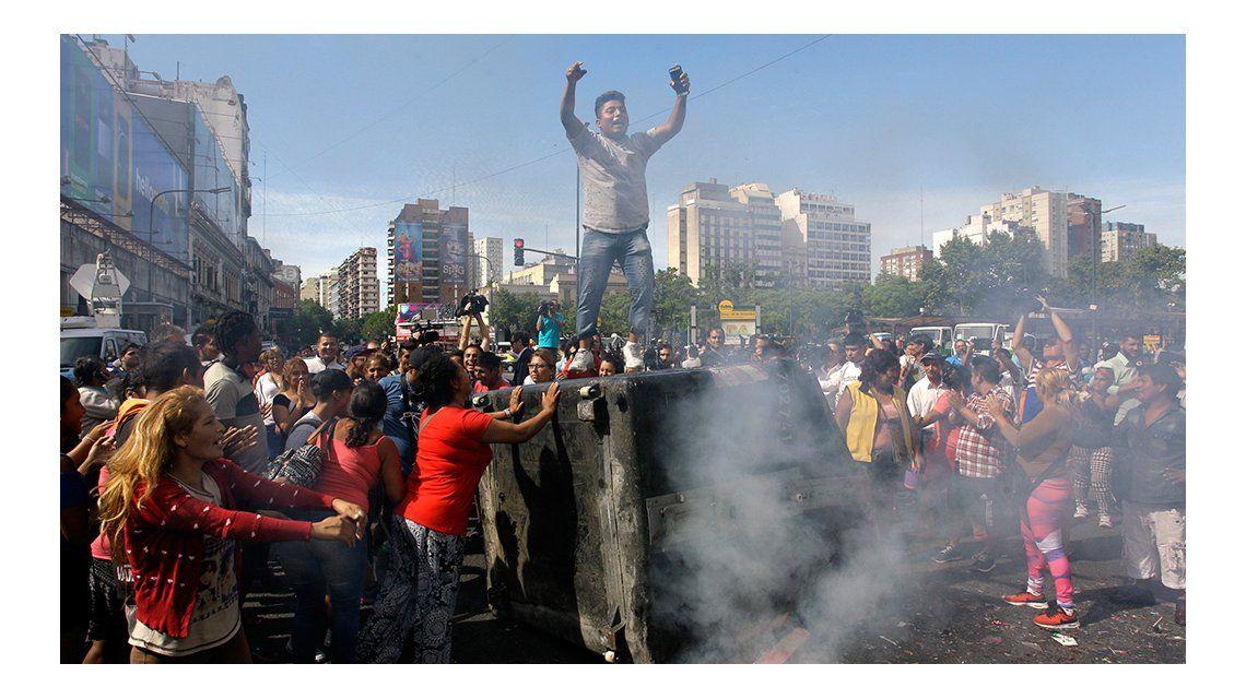 Tensión en Once: fuerte enfrentamiento entre la policía y los manteros