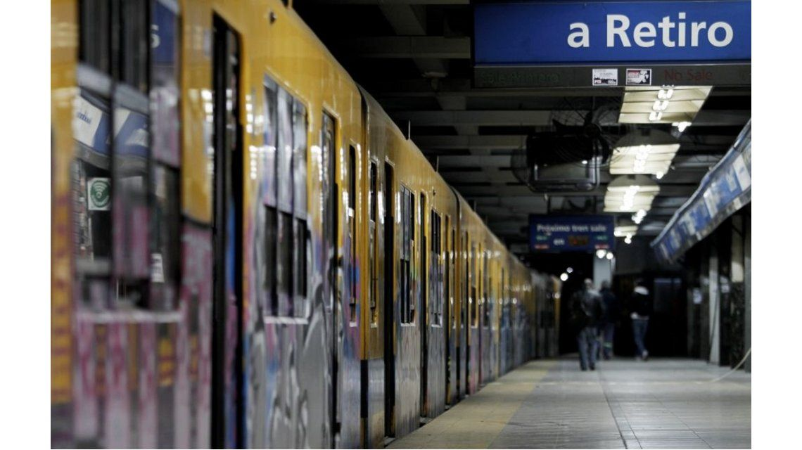 Liberan molinetes en la estación Constitución de la Línea C