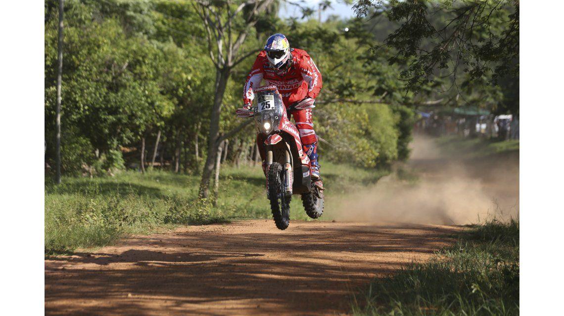 El francés Xavier De Soultrait se quedó con la primera etapa de motos